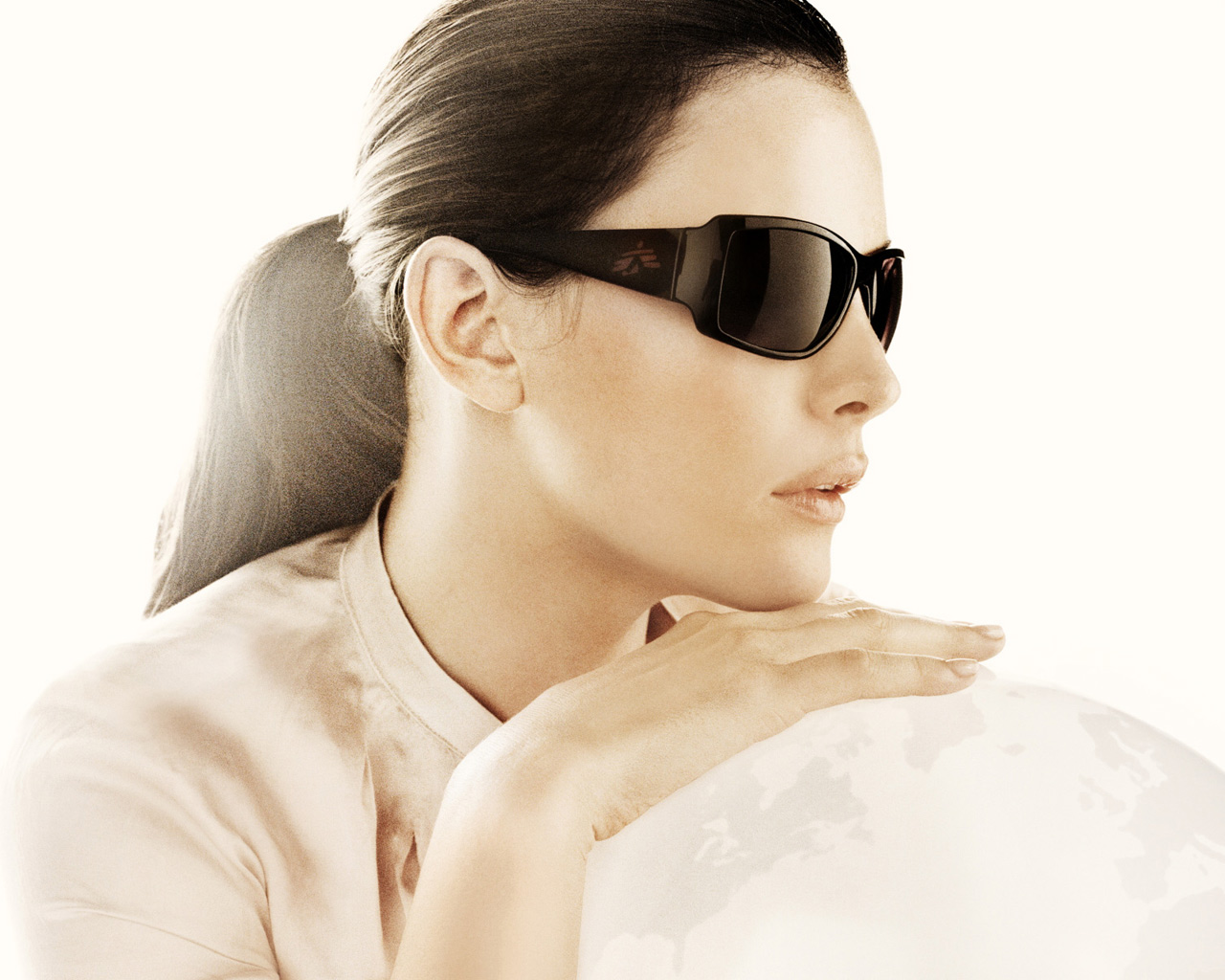 Liv Tyler with Sun Glasses