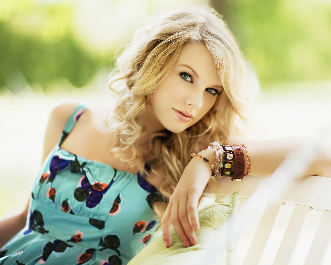 Taylor Swift Cool