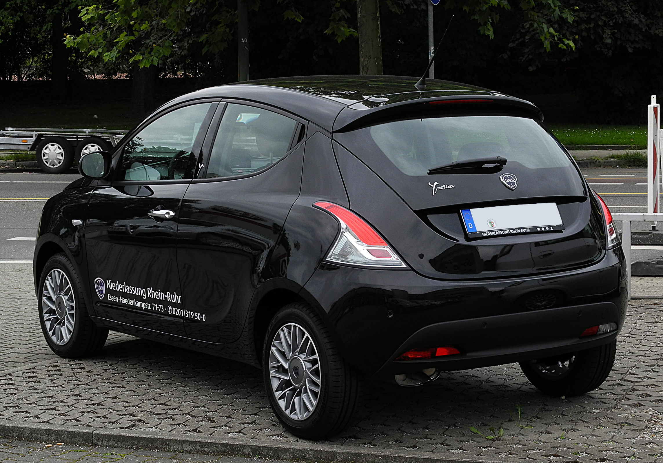 http://www.ewallpapers.eu/sites/default/files/lancia-ypsilon-62693-5661485.jpg